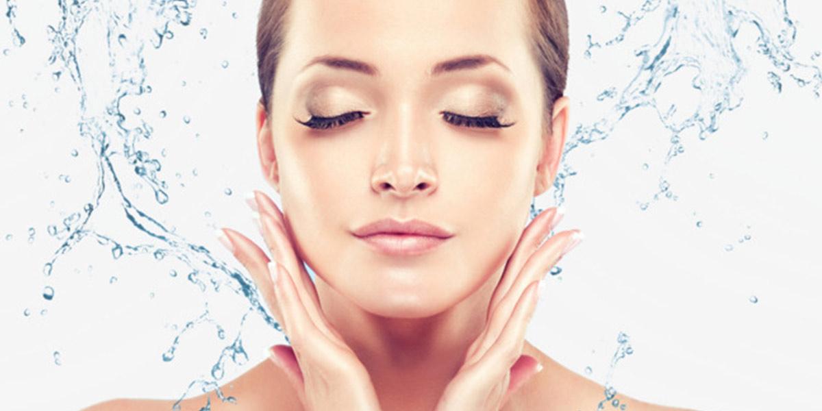 Lavar o rosto com água fria é a melhor opção?- Dicas da Jaque